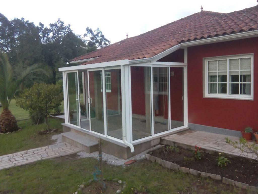 Cierre-de-porche-aluminio-blanco-1024×768